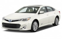2015 Toyota Avalon Hybrid 4-door Sedan Limited (Natl) Angular Front Exterior View