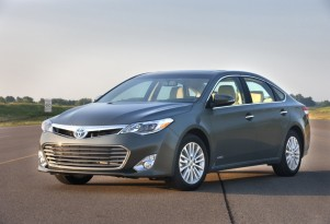 Toyota Avalon Hybrid Discounts: Large 40-MPG Sedan Discounts Rise