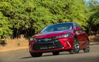 2015 Toyota Camry Video Road Test