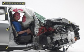Hyundai Tucson, Toyota RAV4 protect passengers very differently in new IIHS tests: video [UPDATED]