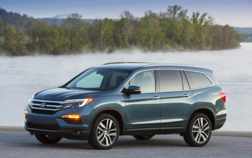 2016 Honda Pilot vs Chevrolet Traverse Ford Explorer Hyundai