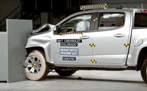 2017 Chevrolet Colorado in the IIHS crash test