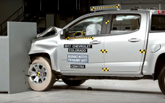 IIHS: Mid-size pickups crash well enough, lack advanced safety tech