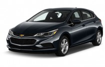 2017 Chevrolet Cruze 4-door HB 1.4L LT w/1SD Angular Front Exterior View