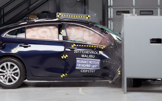 Passenger-side crash tests, Design icons, Best green car: What's New @ The Car Connection