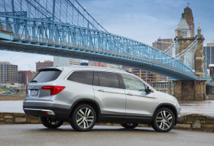 Spy photographer captures Honda Pilot Plug-in Hybrid