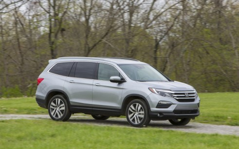 2017 Honda Pilot vs Chevrolet Traverse Ford Explorer Hyundai