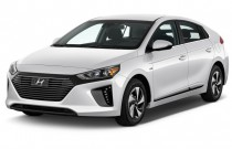 2017 Hyundai IONIQ Hybrid SEL Hatchback Angular Front Exterior View