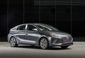 2017 Hyundai Ioniq prices: hybrid starts at $23,035, electric at $30,335