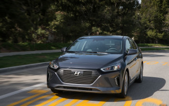 2017 Hyundai Ioniq Hybrid earns IIHS Top Safety Pick+