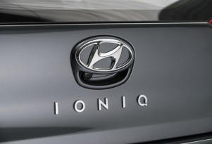 Hyundai Ioniqs: pitting hybrid vs electric on video
