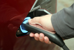 Electric cars in UK cleaner than best diesels in summer, not yet in winter