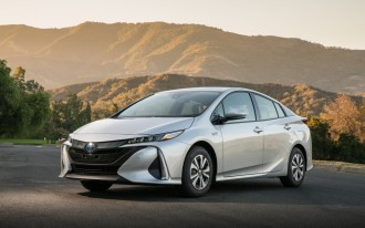 2017 Toyota Prius vs. 2017 Honda Fit: Compare Cars