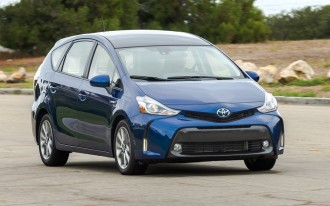 2017 Toyota Prius V, Takata airbag update, Shelby GT350 Mustang: What's New @ The Car Connection