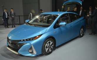 2017 Toyota Prius Prime video preview