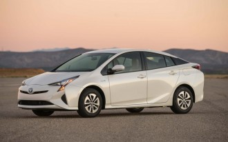 Toyota Prius: The Car Connection's Best Hybrid to Buy 2017