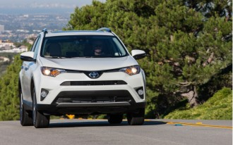 2017 Toyota RAV4 price cuts, Next-gen Infiniti QX80, 2017 Mercedes-Benz E300 driven: What's New @ The Car Connection