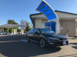 2018 Honda Clarity Fuel Cell at hydrogen fueling station  [photo: Chris Baccus