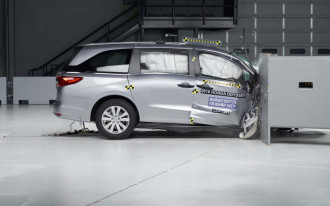 Minivan crash-tests, BMW gets sporty again, Eco-car deals: What's New @ The Car Connection