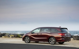 2018 Honda Odyssey priced, 2018 Genesis G80 driven, Hydrogen's future: What's New @ The Car Connection