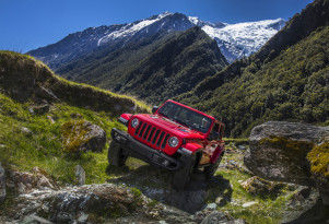 EPA rates 2018 Jeep Wrangler turbo-4 gas mileage; plug-in, diesel to come later
