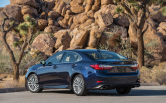 2018 Lexus ES 300h vs. 2018 Lincoln MKZ Hybrid: Compare cars