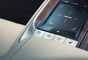 """2018 Lexus LS center console with """"EV MODE"""" button"""