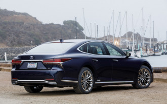 2018 Lexus LS, 2018 Kia Stinger, 2018 Toyota Camry: What's New @ The Car Connection