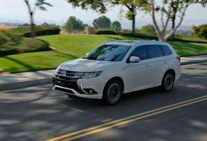 2018 Mitsubishi Outlander PHEV starts at $35,500; aggressive prices for plug-in hybrid SUV