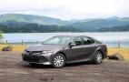 2018 Toyota Camry Hybrid video road test
