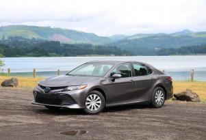 2018 Toyota Camry Hybrid video road test