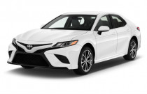 2018 Toyota Camry SE Auto (Natl) Angular Front Exterior View