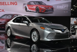 2018 Toyota Camry Hybrid: two different battery packs, 'best-in-class' fuel economy claimed