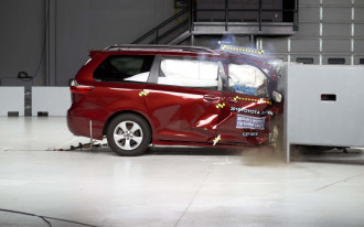 IIHS finds mixed results in latest minivan crash tests