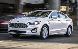 2019 Ford Fusion unveiled, 2019 Mercedes-Benz C-Class update, Nissan's electric crossover plans: What's New @ The Car Connection
