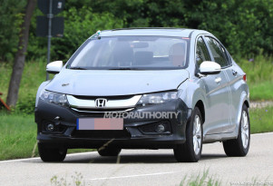 2019 Honda Insight test mule spy shots - Image via S. Baldauf/SB-Medien