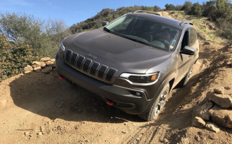 2019 Jeep Cherokee driven, Cadillac wins Daytona, EVs in Georgia: What's New @ The Car Connection