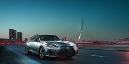 2019 Lexus ES revealed, features 44-mpg 300h hybrid sedan