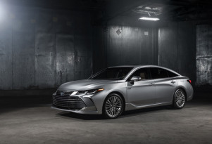 2019 Toyota Avalon Hybrid debuts with more evocative style, promise of improved efficiency