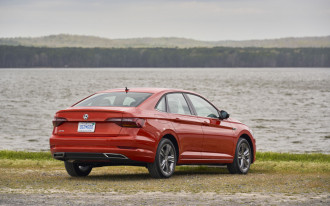 Gas prices on the rise, Bugatti reliability, Honda Clarity Plug-In Hybrid driven: What's New @ The Car Connection