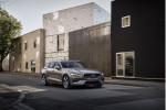 Electric-car sales champ, more Zoe power, Lexus UX launch, hydrogen station density: Today's Car News
