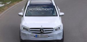 2020 Mercedes-Benz GLC facelift spy shots - Image via S. Baldauf/SB-Medien