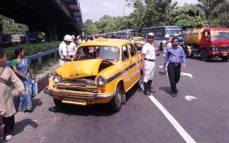 Why few offer to help the injured after car crashes in India