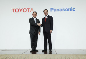 Toyota, Panasonic agree to study prismatic battery cells for electric cars