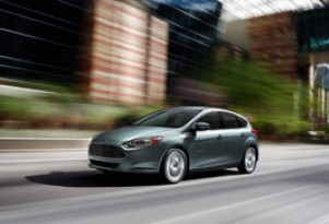 Ford Boost Dealers Selling Plug-In Electric Cars To 900