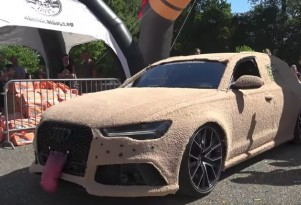 An Audi RS6 modified to look like the Mutt Cutts mobile from Dumb & Dumber