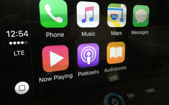 AAA study finds automaker infotainment more distracting than Apple CarPlay, Android Auto