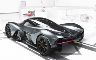 2017 Kia Sorento, Tesla Autopilot crash, Aston Martin hypercar: What's New @ The Car Connection