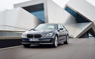 BMW issues recall and stop-sale for 2016 7-Series models