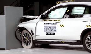 2018 BMW X3 in IIHS crash-testing